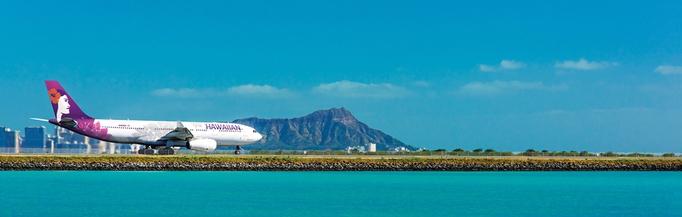 ダニエル・K・イノウエ国際空港でのハワイアン航空機